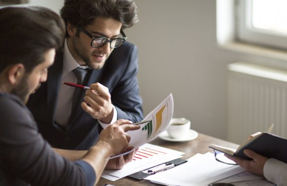 4 Things to Consider Before Hiring Accounting Services